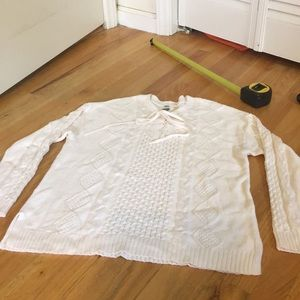 Old Navy L cable knit sweater
